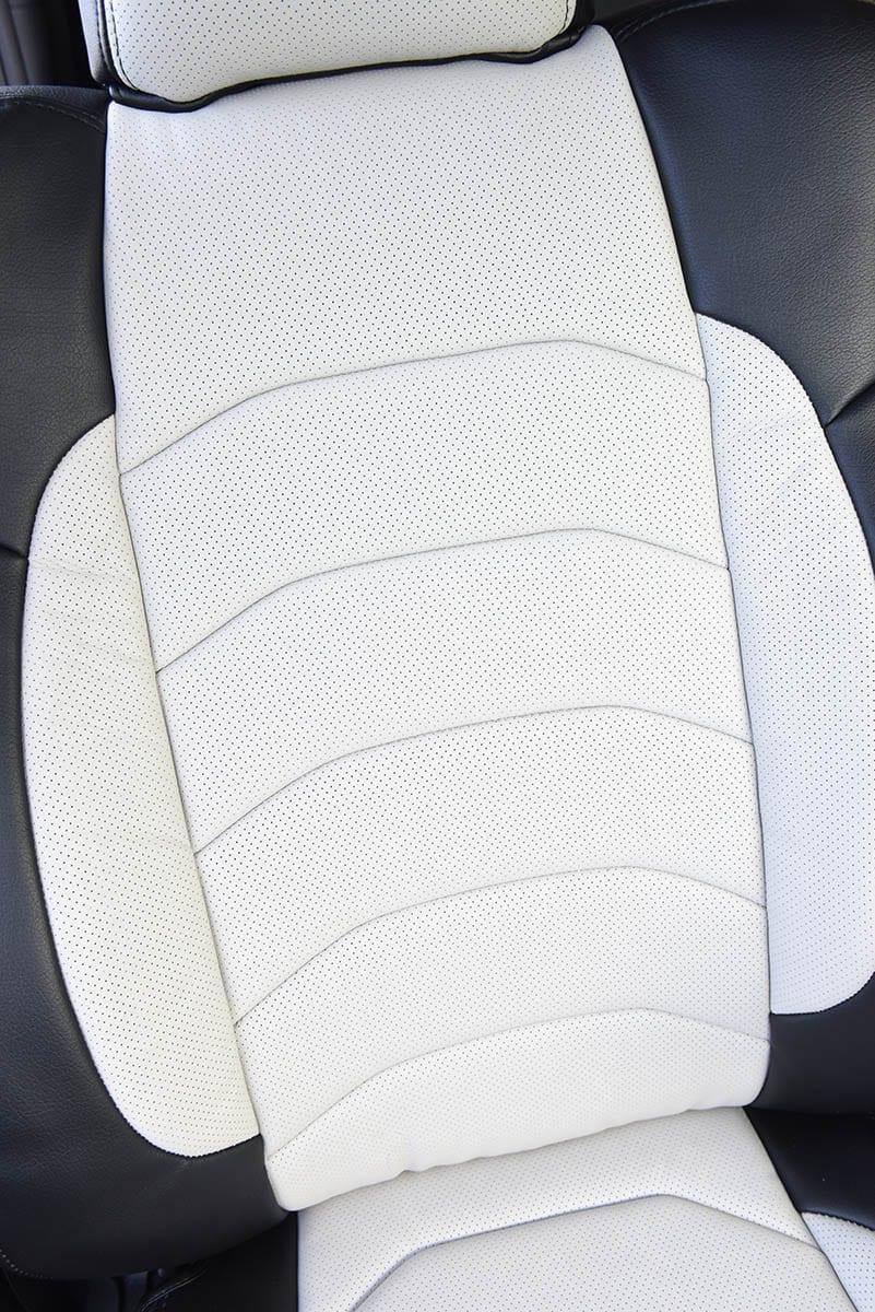 【人間工学に基づく設計】シートカバーって見た目も乗り心地も変わるんだ! ヴェルーチェの最上級モデルが凄い!