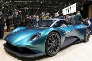 FRの雄、アストンマーティンがガチなミッドシップスポーツコンセプトを2台まとめて発表