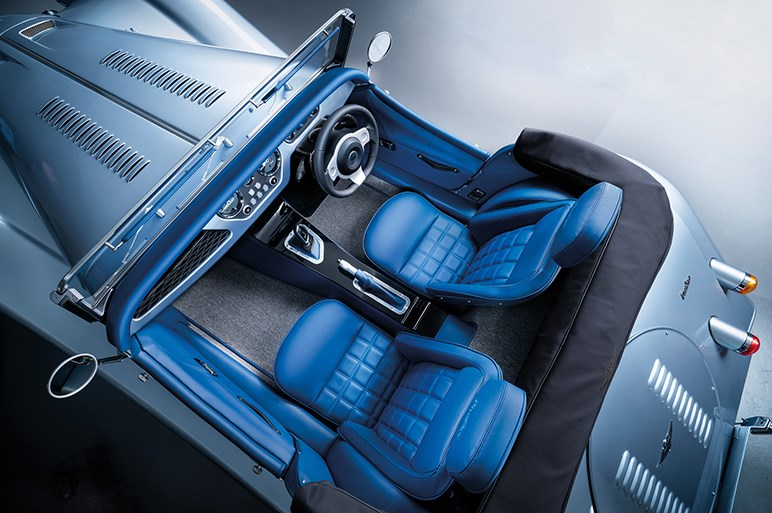 モーガンがアルミ製シャシーにBMW直6ターボを搭載した19年ぶりの新型車「プラスシックス」発表