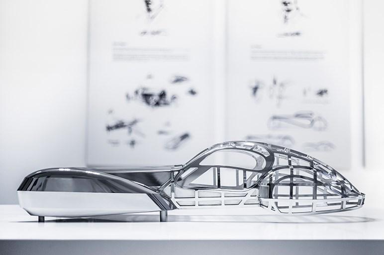 ジュネーブで発表された14億円のブガッティ。登場裏話やデザイナーの独占取材を公開