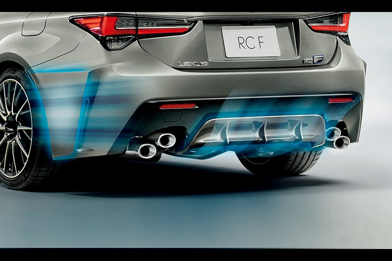 レクサス、RC Fをマイナーチェンジ。軽量化と空力向上を中心に広範囲な改良