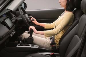 新型フィット、手足の不自由な人のための運転補助装置「テックマチックシステム」を設定