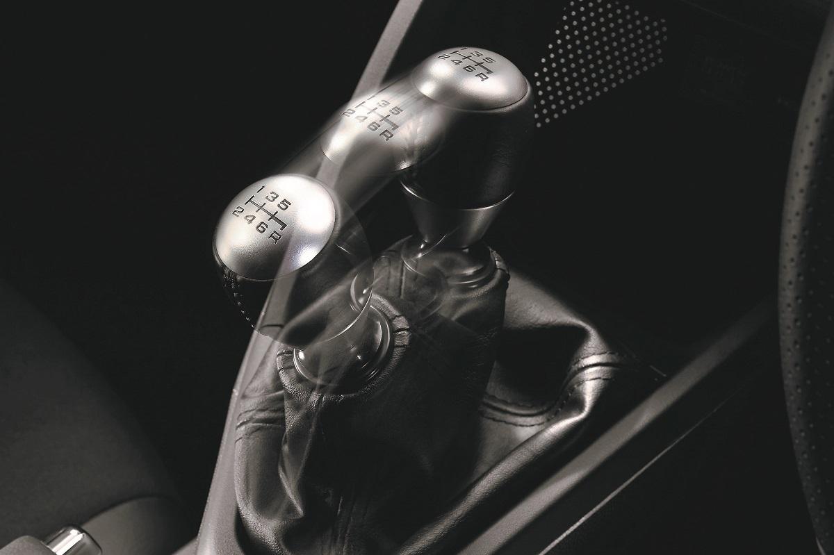 【消えゆく技術? 意外に根強い??】電動化でもMT車が生き残る事情と2つの「道」