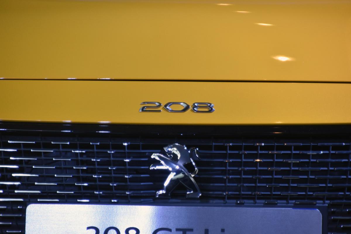 プジョーがどのジャンルにも属さないモデル「RIFTER」を発表! 新型208/e-208もお披露目