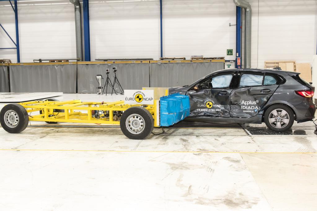BMWの新型「1シリーズ」と「3シリーズ・セダン」がEuro NCAPの衝突安全性試験で最高評価の5つ星を獲得!