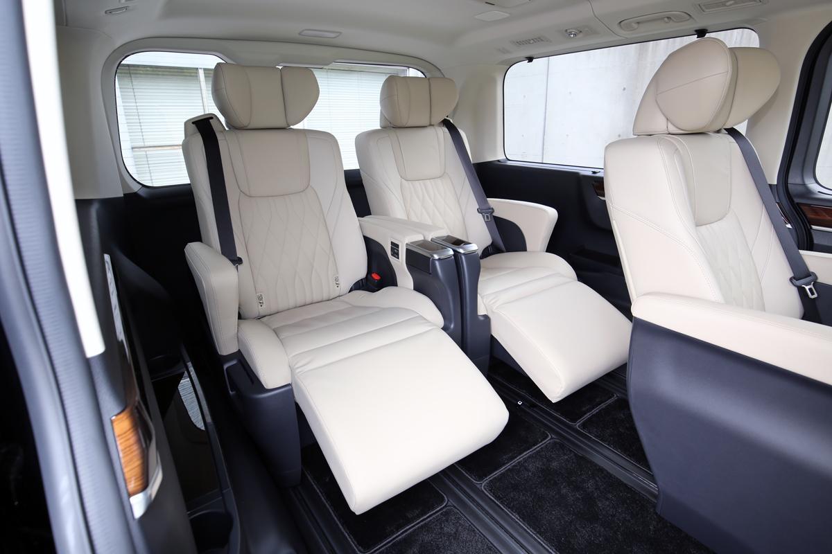 トヨタが「グランエース」発表で新規車種を歓迎するはずの販売現場から上がった「動揺」の声とは