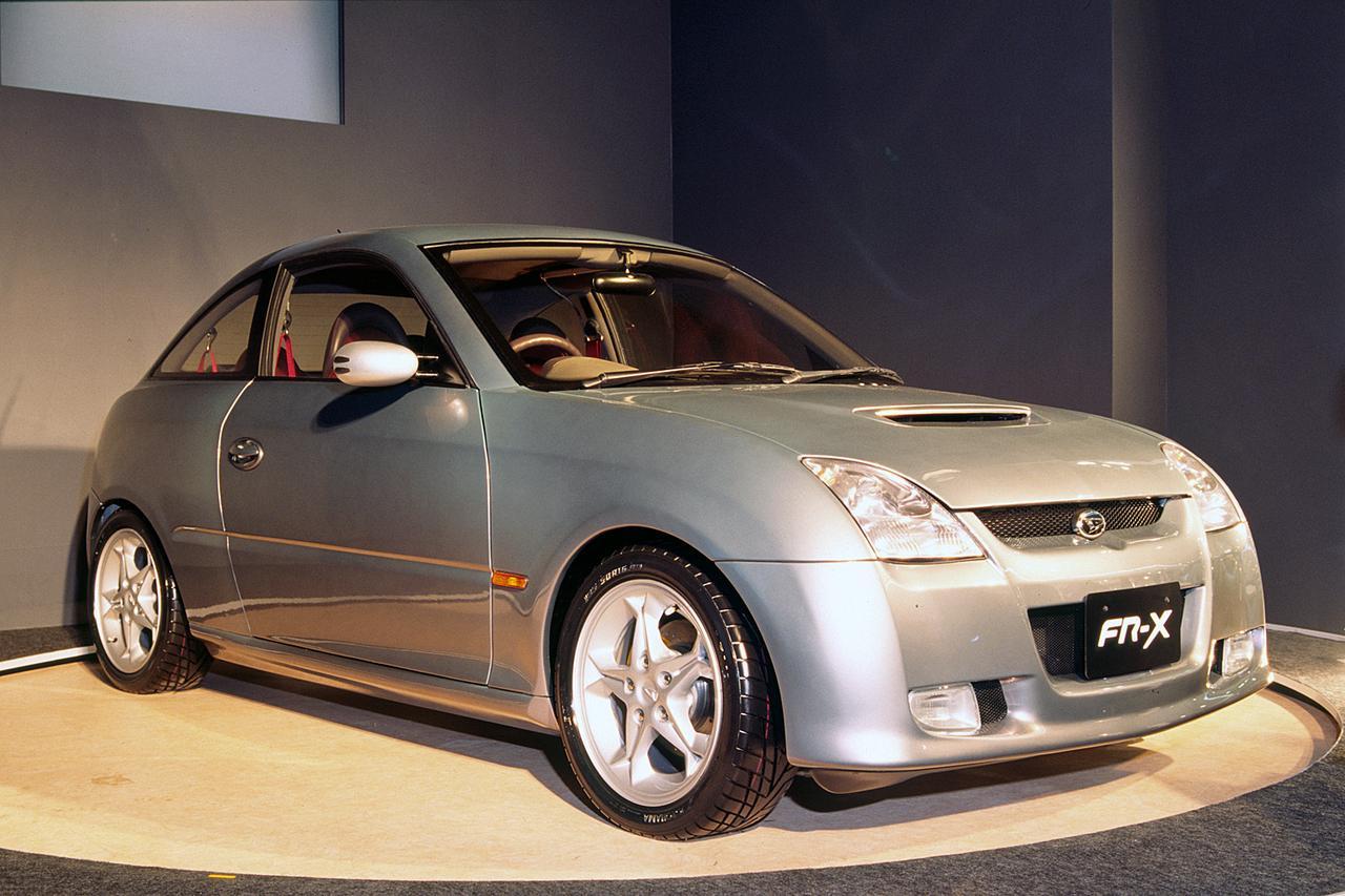 【懐かしの東京モーターショー 16】1997年、スズキのオープン2シータースポーツ「C2」が注目を浴びる