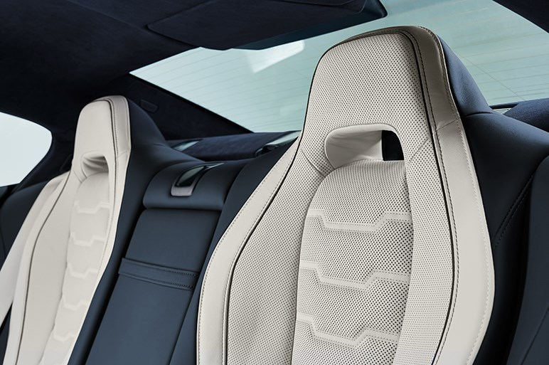 BMW、4ドアの8シリーズグランクーペを発売。ホイールベース拡大で広い室内に