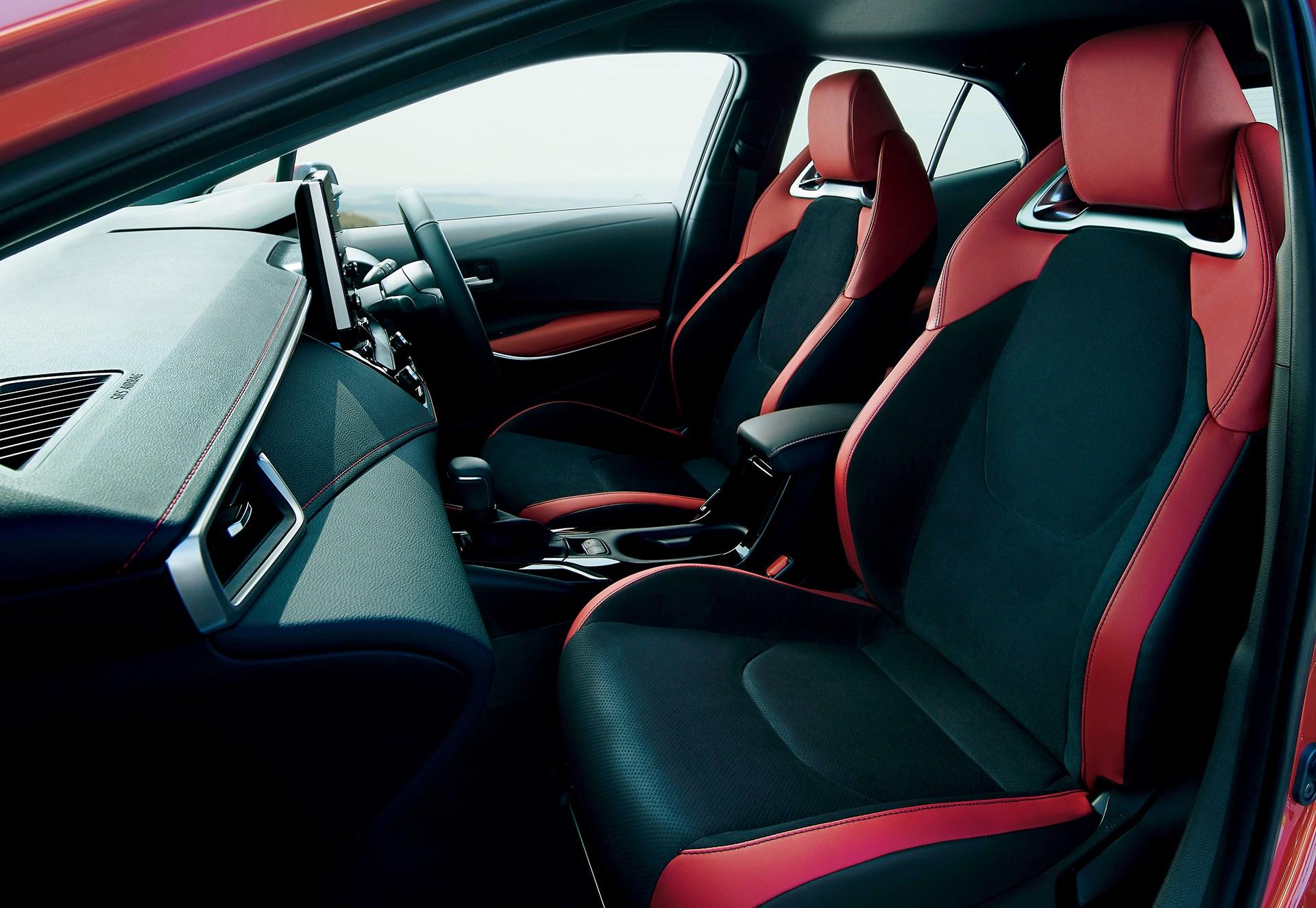 カローラスポーツを一部改良、スタイリッシュな特別仕様車も