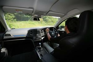 長時間の内気循環は危険! では閉め切った状態での車中泊は? クルマの密閉度とは