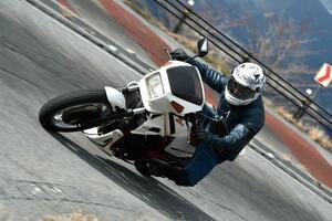 【250 Slow Life】1982  HONDA VT250F 「4スト250スポーツの先進性と懐の深さ」~ミスター・バイクBG 3月号~