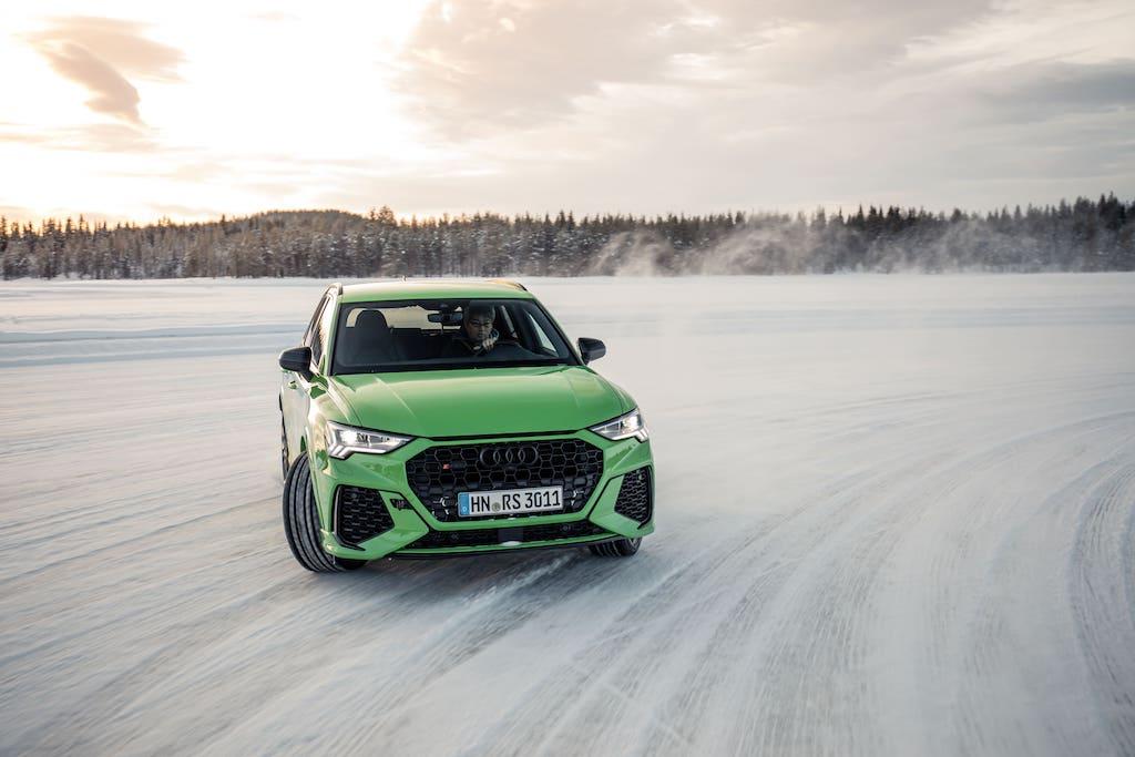高性能コンパクトSUV「アウディ RS Q3」初試乗! 氷上で魅せたグッドバランスとは?