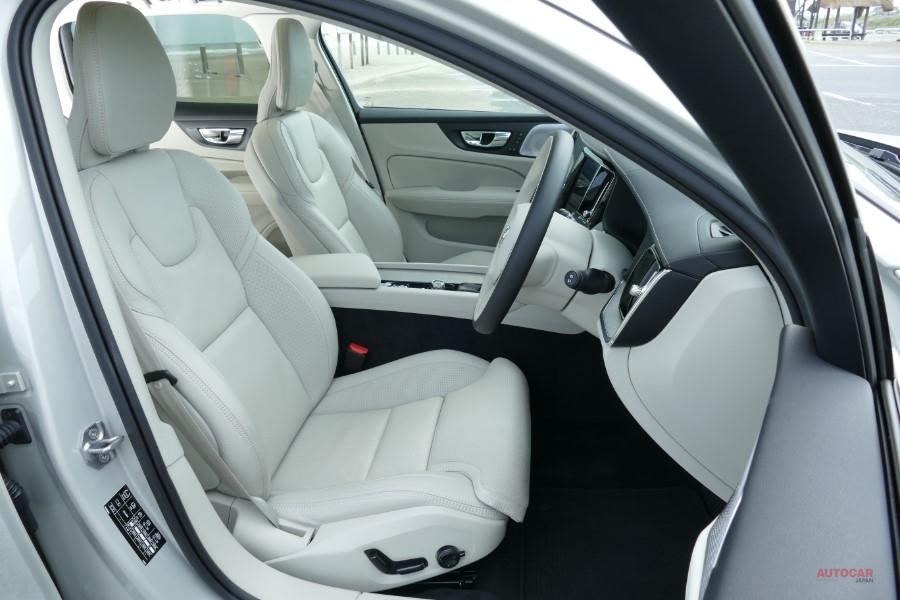 新型ボルボV60 日本仕様T5インスクリプション試乗 価格599万円