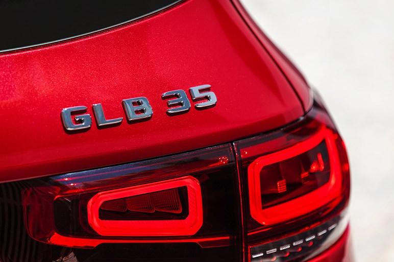 メルセデス、新型コンパクトSUV「GLB」に306馬力の高性能版。本国で「GLB35 4MATIC」が発表