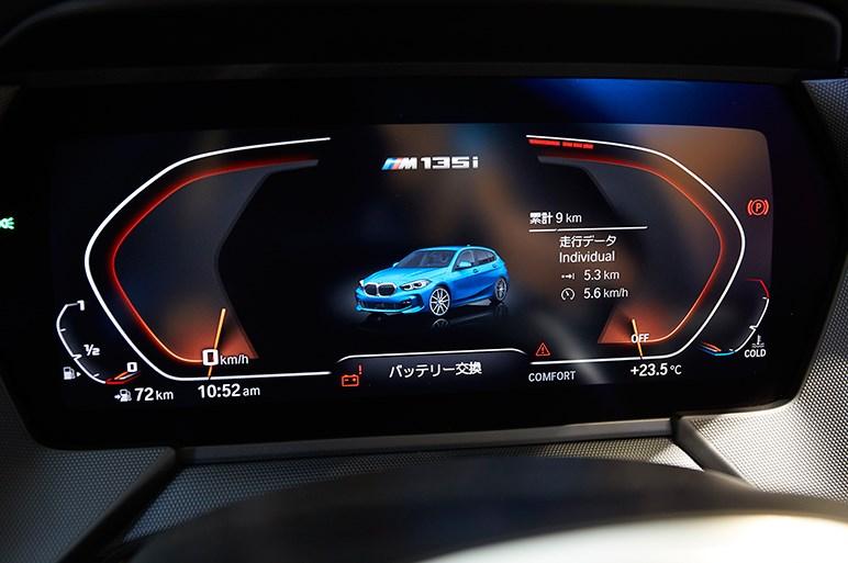新型1シリーズ日本発売。FFの弱点を消すARBや自動バック機能のリバースアシストを装備