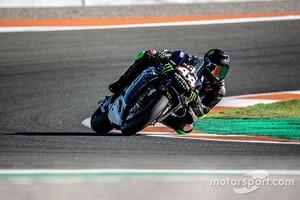 ルイス・ハミルトン、MotoGPマシン『YZR-M1』を駆る! ヤマハ代表「F1王者にこんな立派な走りができるなんて!」と称賛