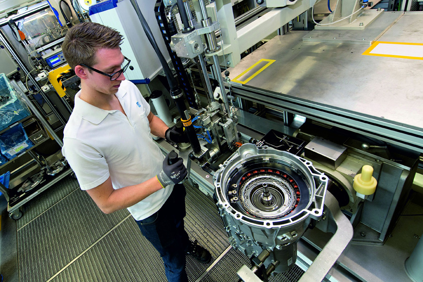 ZF BMWから過去最大規模となる最新8速AT受注