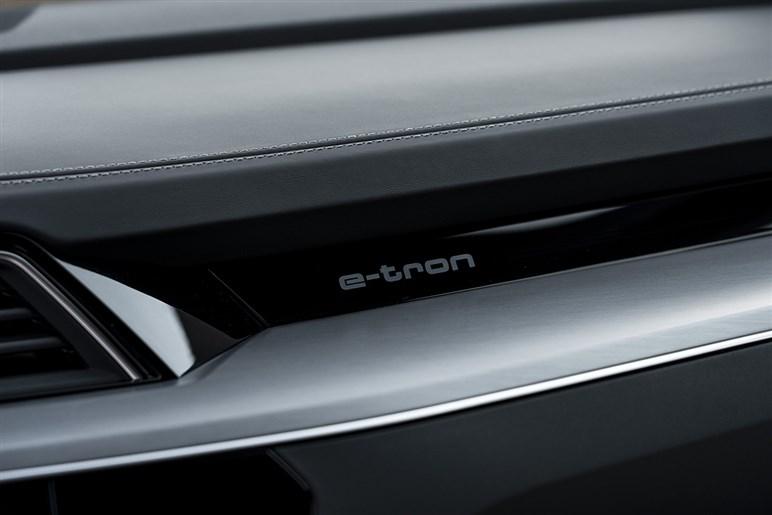e-tronスポーツバックの魅力は斜め後ろ姿&コロナ不安で欧州ではEVが売れている?