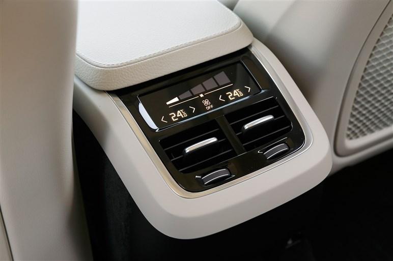 XC90のベーシックモデルT5に試乗。必要最小限のエンジンで走る知的な楽しさ