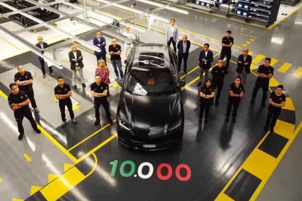 ランボルギーニの超弩級スーパーSUV ウルスの顔には狂気がある! 発表から2年で1万台も売れた理由