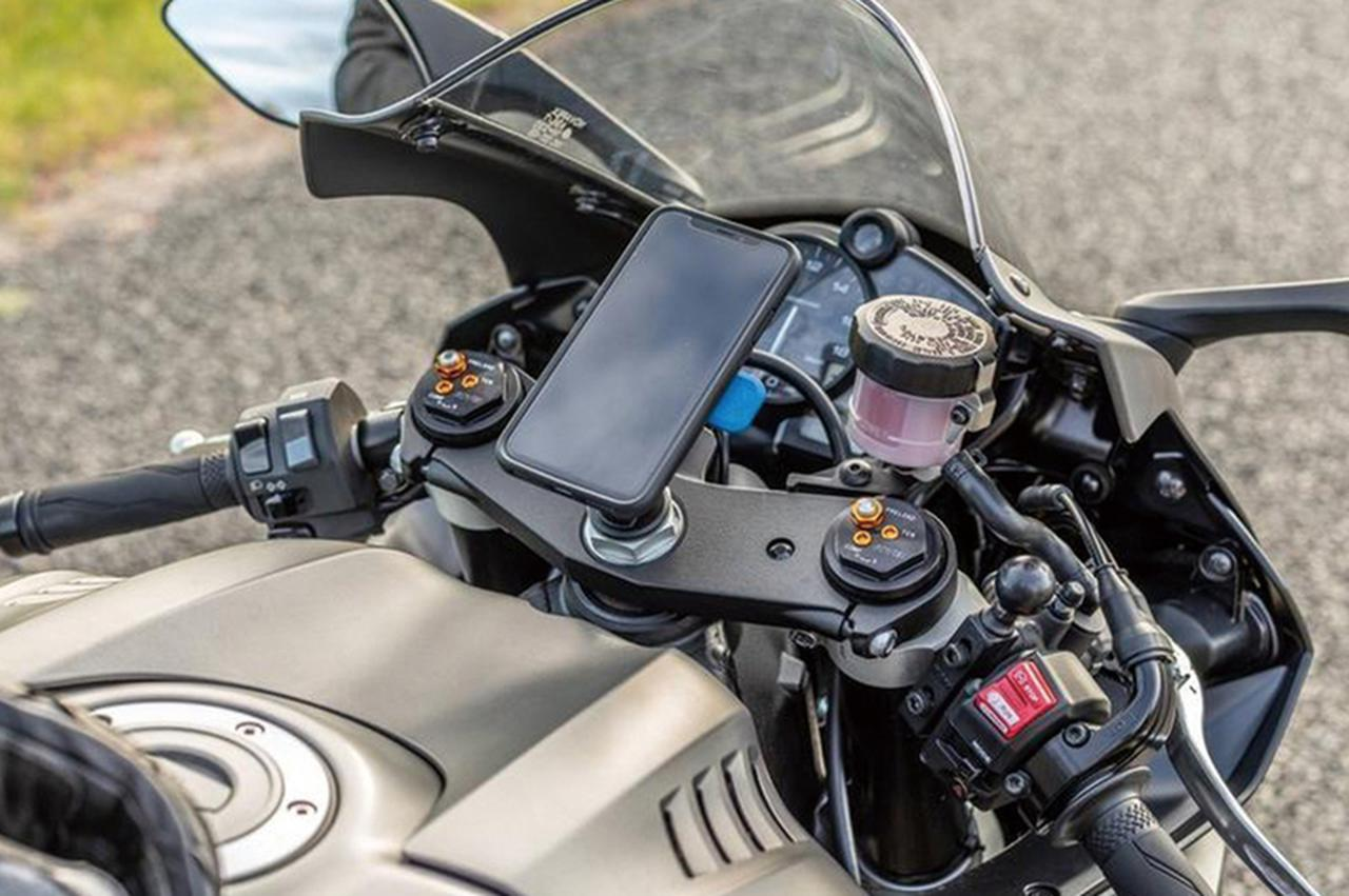 セパレートハンドルのバイクにぴったりなスマホホルダー! クワッドロック「FORK STEM MOUNT」