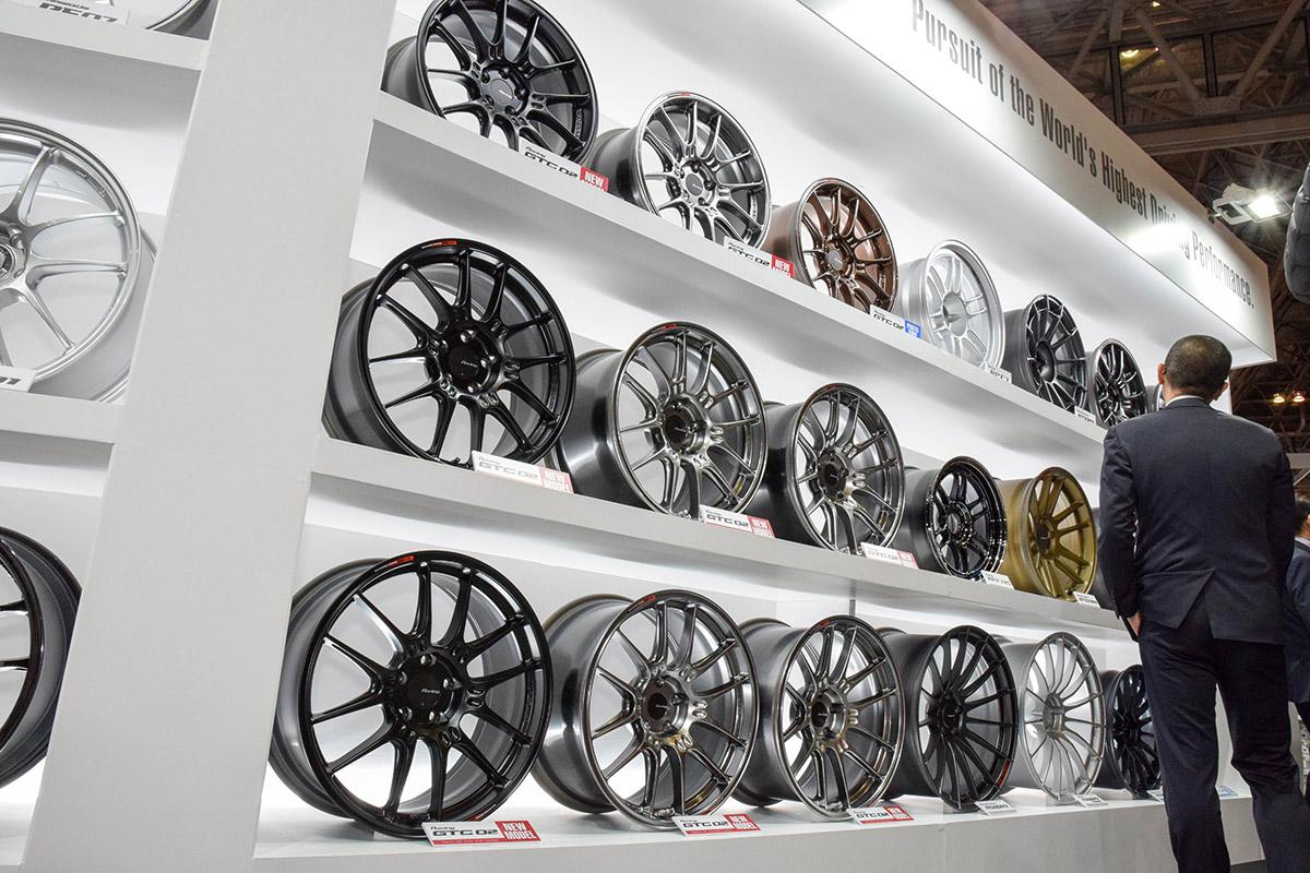 「スーパーGTモデルをストリートユースへ」エンケイ最新作GTC02とレース用ホイールを見比べてみた!【東京オートサロン2020】