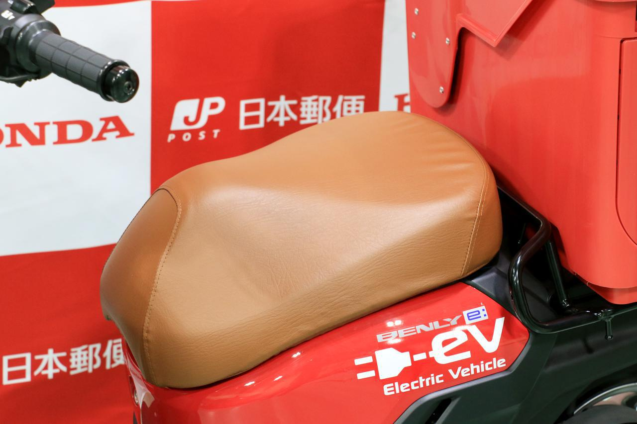 ウインカーが右手側にある? 日本郵便仕様のホンダ「BENRY e:」を細かくチェック!