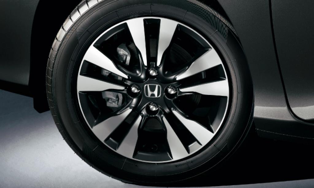 ホンダ・グレイスに特別仕様車「BLACK STYLE」を設定し発売