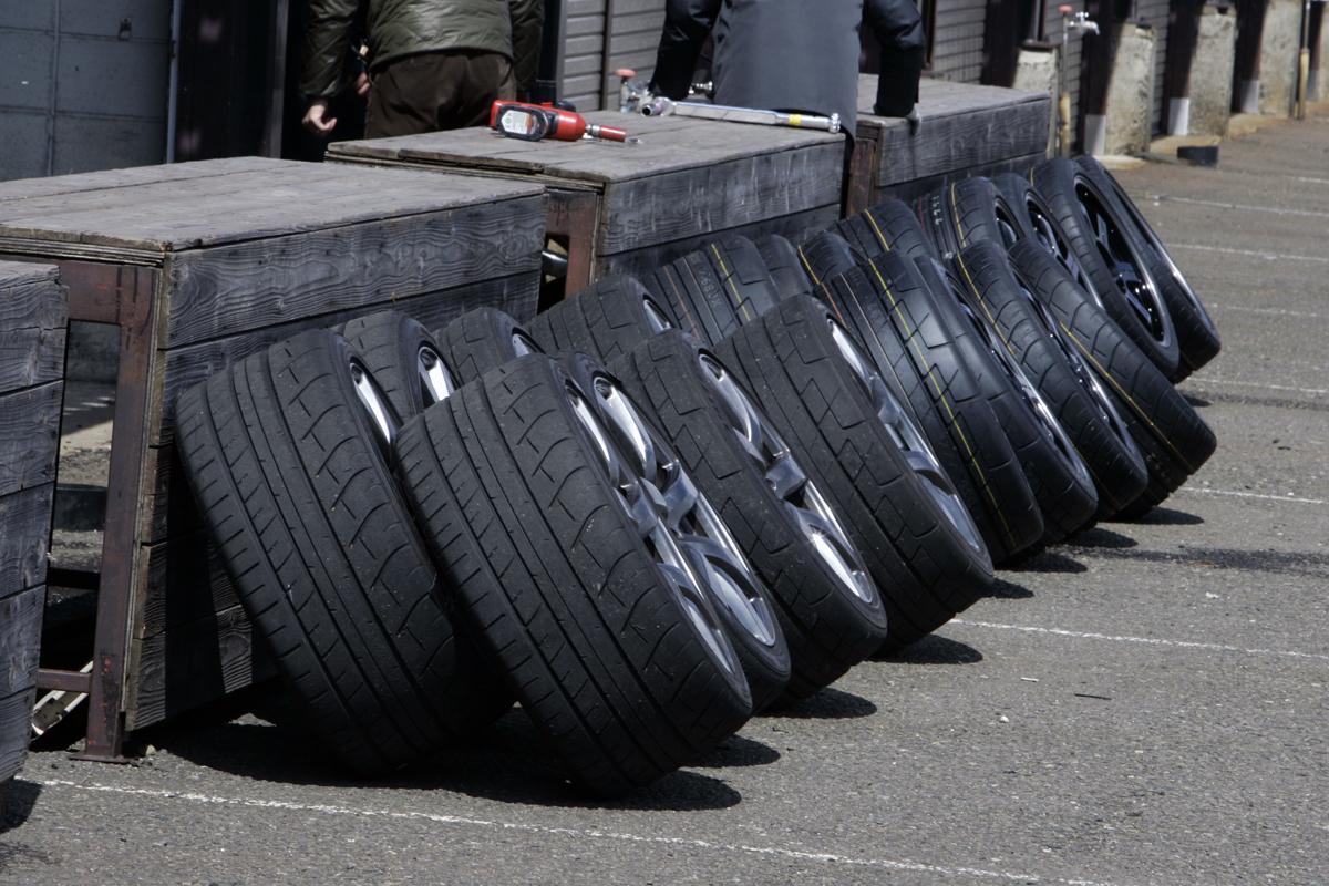 なぜ最近のスーパースポーツカーは4WDを採用するのか?
