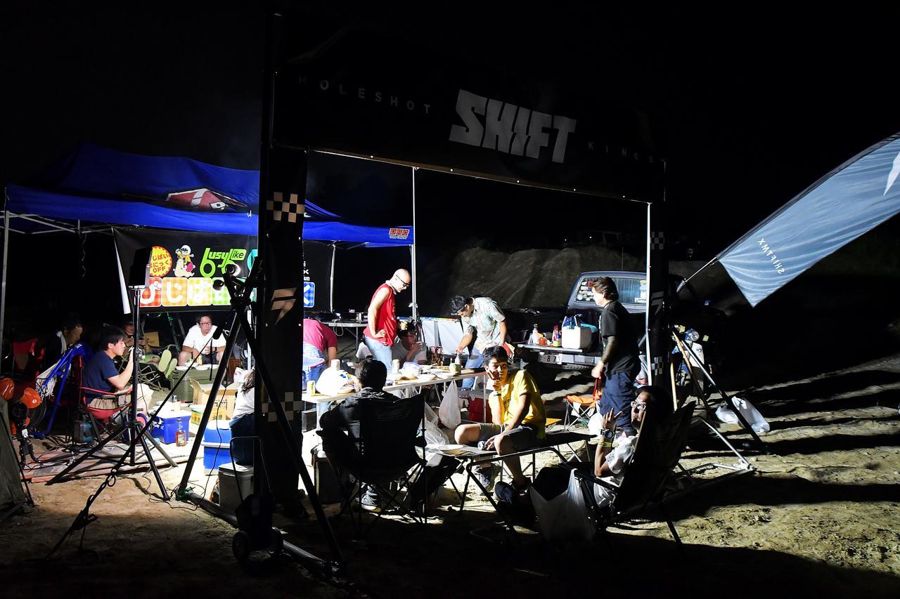 オフロードコースを走ってキャンプ。スーパーカブ90とスーパーカブ110で「びじばいぱにっくJAM1」に参加するのだ。初めてのオフロードコース走行編〈若林浩志のスーパー・カブカブ・ダイアリーズ Vol.28〉