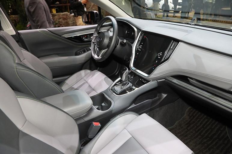 新型スバル アウトバックは後席や荷室が拡大。タフ感増してよりアウトドア志向に
