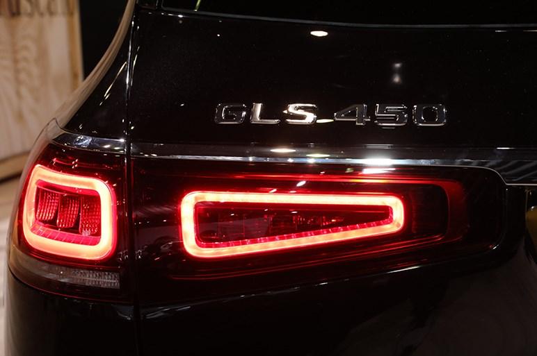 メルセデス最大の3列フルサイズSUV・GLSがフルチェンジでさらに巨大なボディに