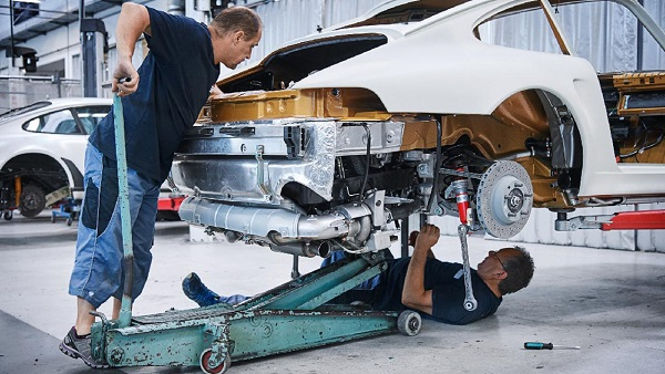 「旧車好きの夢」を技術革新で繋げ!! ベンツが3Dプリンターで部品格安再生産供給