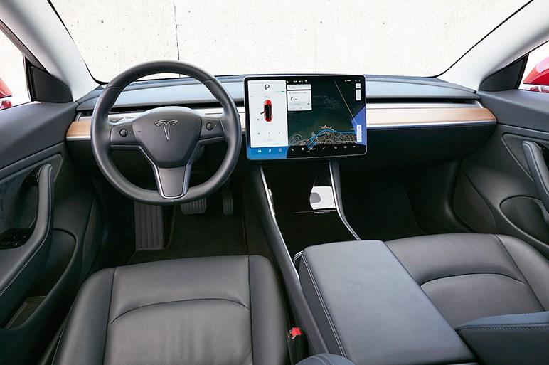 日本の一般道で世界が注目するモデル3に乗ったら、テスラ史上最もスポーティな性格だった