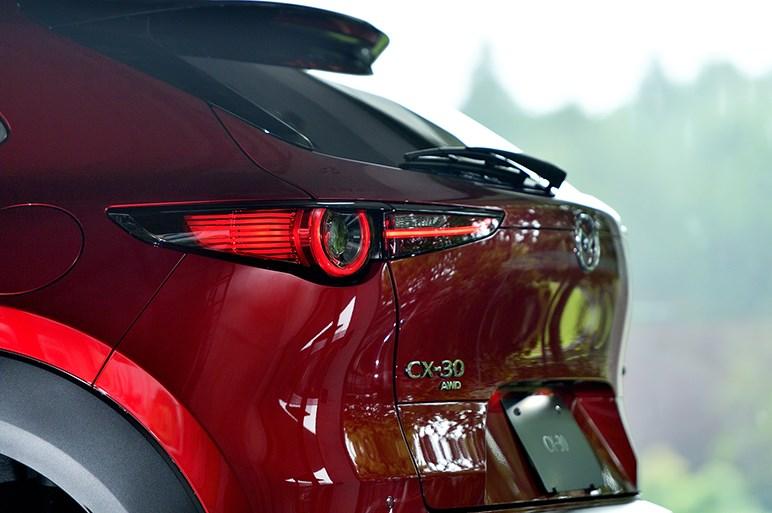見た目だけじゃなかった。意外や実用性も高そうなマツダのブランニューモデル「CX-30」がついに国内発表