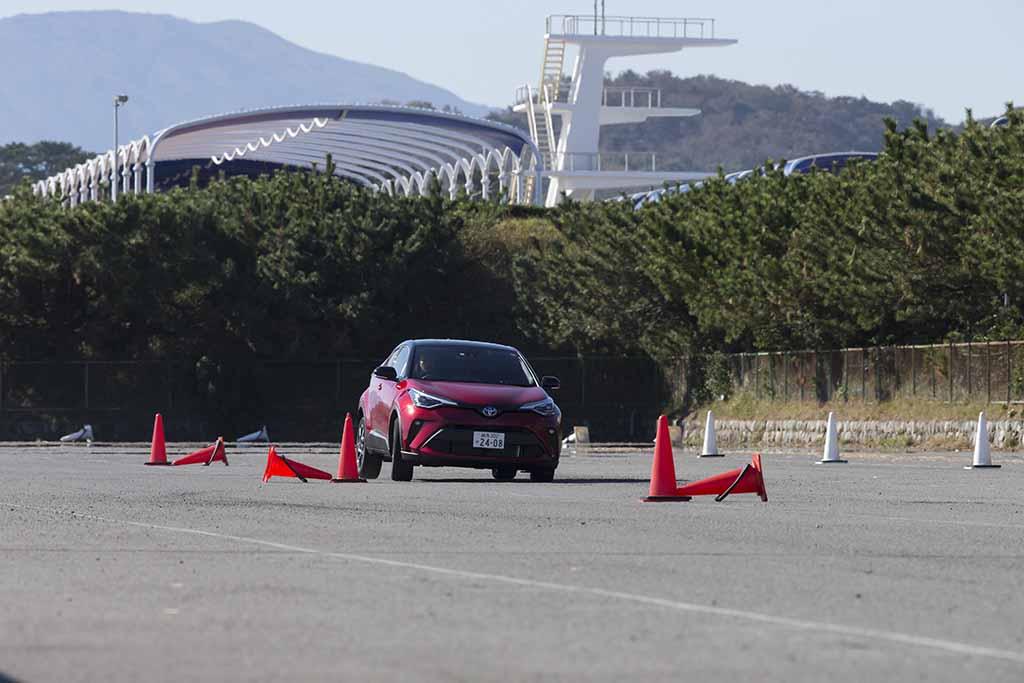 """【国内試乗】「トヨタC-HR S """"GRスポーツ""""」マイチェンでGRモデルと6速MTが追加された!"""