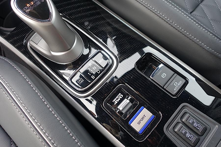三菱アウトランダーPHEV 絶大な安心感をもたらすS-AWC雪上走行性能(2.4L+ツインモーター/AWD)