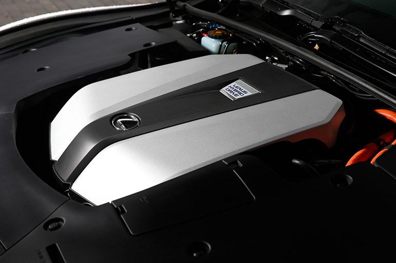 レクサス、フラッグシップセダンの新型LSを発売。価格は980万円から