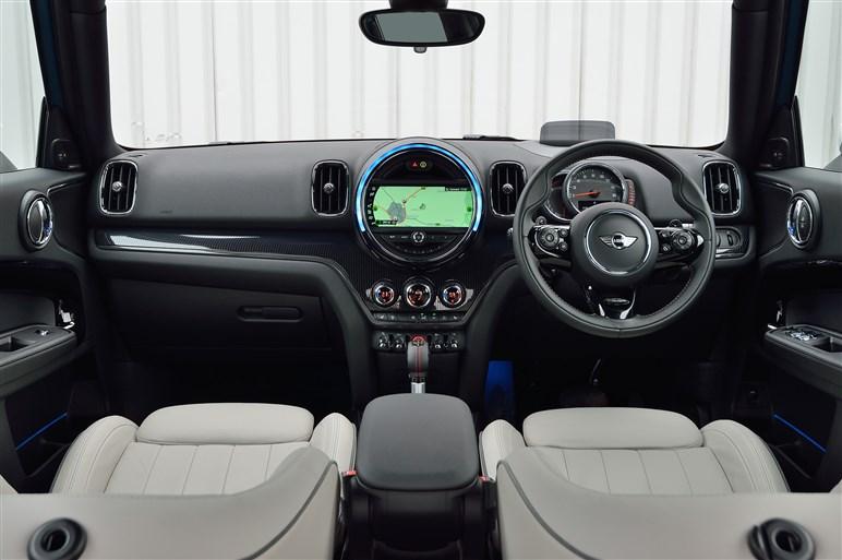 2代目ミニ・クロスオーバーが日本発表。さらに大きくさらに高級化