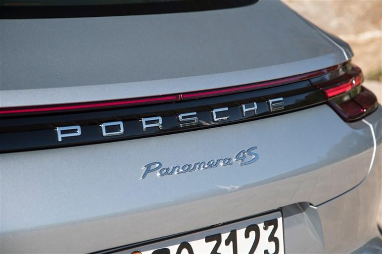 """2代目パナメーラにドイツで速攻試乗。スタイルも走りも""""4ドア911"""""""