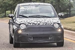 EV版 次期型フィアット500テスト車 ホンダe/ミニに照準 アバルト版も検討