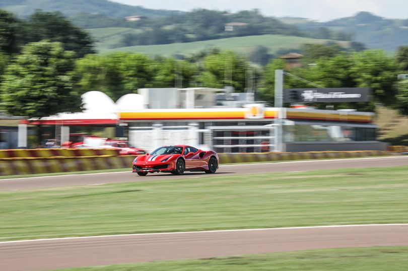 フェラーリ史上最強のV8ロードカー、488ピスタに試乗した