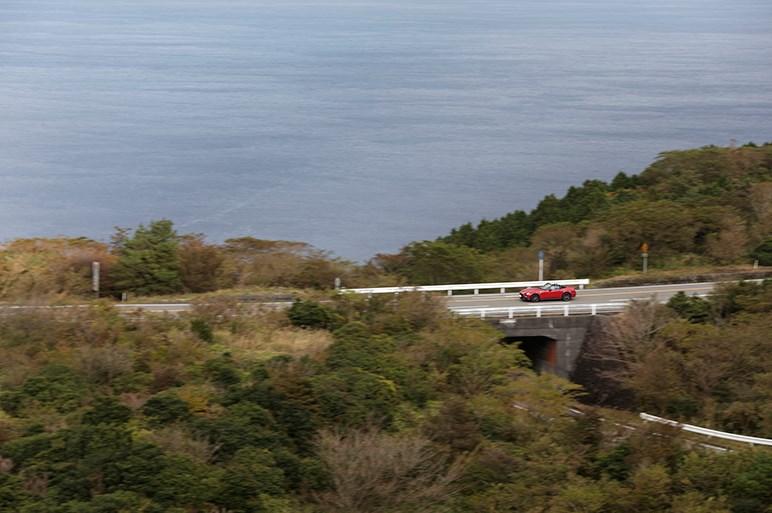 """アバルト124スパイダー試乗。市街地・高速・山道で見えた""""違い"""""""