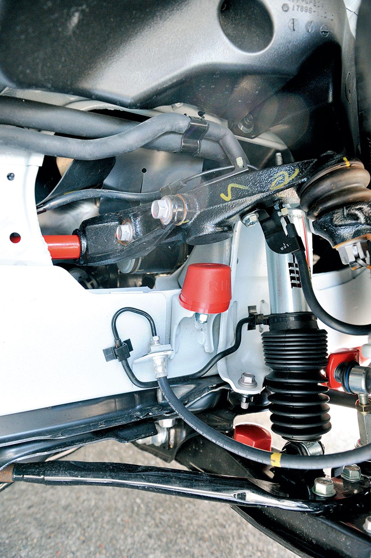 ヨンクシーンの名門「ランチョ」と共同開発した倒立式ダンパー|200系ハイエース カスタム