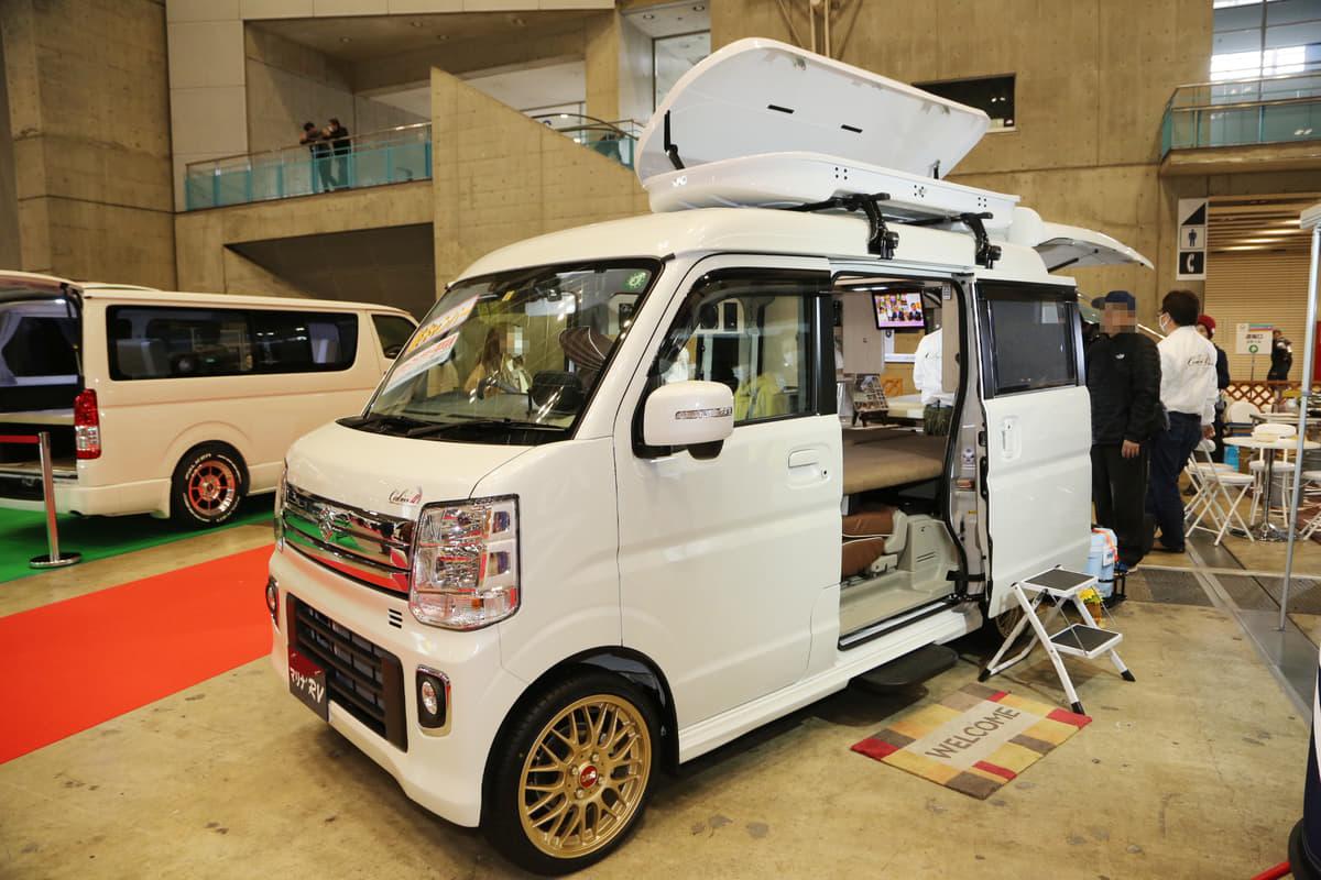 「軽自動車キャンピングカー」に高級路線ブーム!  500万円超級から畳敷き仕様まで最新の軽キャンパー事情