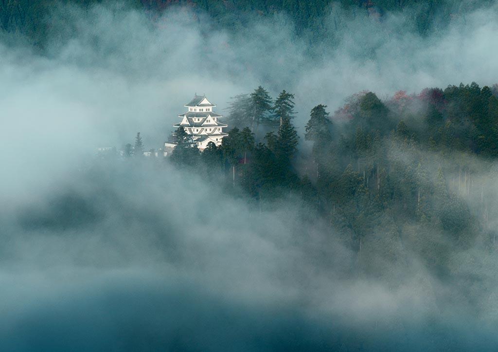 雲海の発生頻度は高くないがその姿はまさに幻想的(岐阜県 郡上八幡城)【雲海ドライブ&スポット Spot 52】