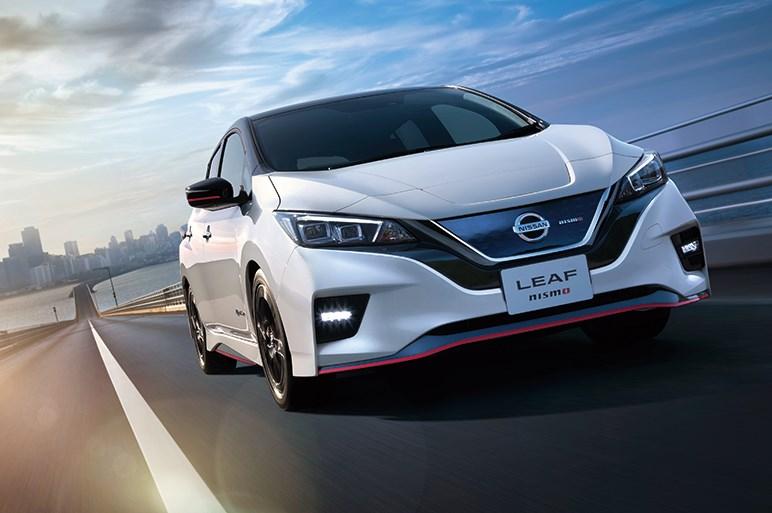 日産、東京オートサロン2020にスカイラインベースのカスタムカーを出展。GT-R&Zの50周年モデルや、1億円超えのコラボGT-Rも