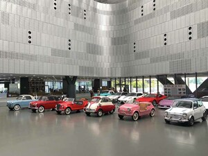 """【大矢アキオの イタリアでcosì così でいこう!】そのクルマ、ぜんぶ差押え品です! 自動車博物館で""""脱税展"""""""