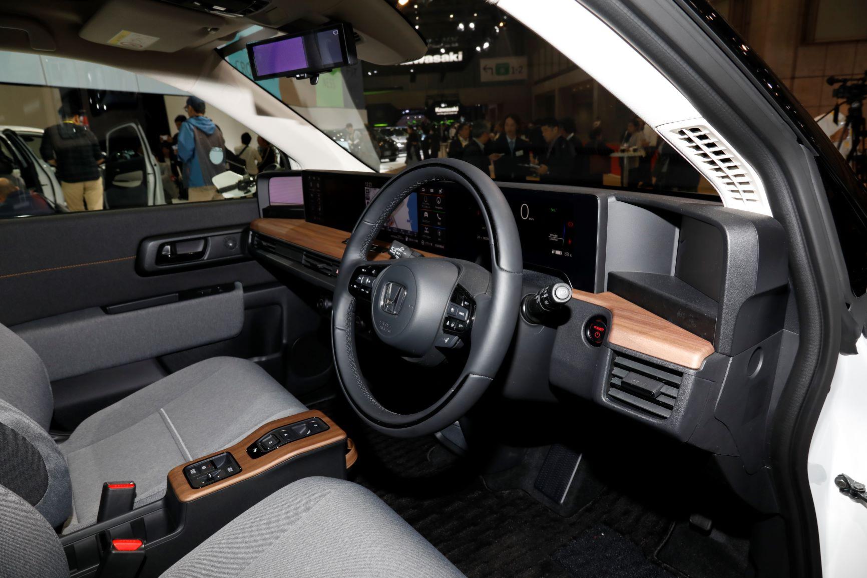 ホンダ、注目の電気自動車(EV) 「Honda e」が東京モーターショー2019が登場! ドアミラーが「サイドカメラミラーシステム」なことも要チェック