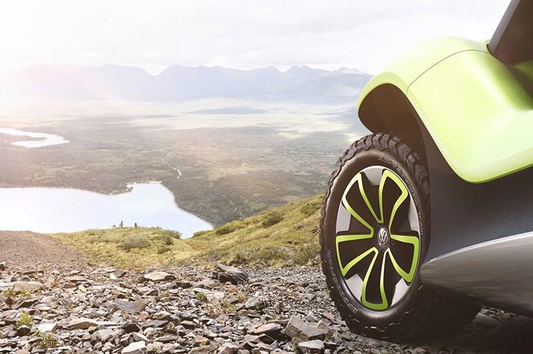 フォルクスワーゲン、電気自動車コンセプトカー「ID.バギー」を公開。EV専用プラットフォームにも注目